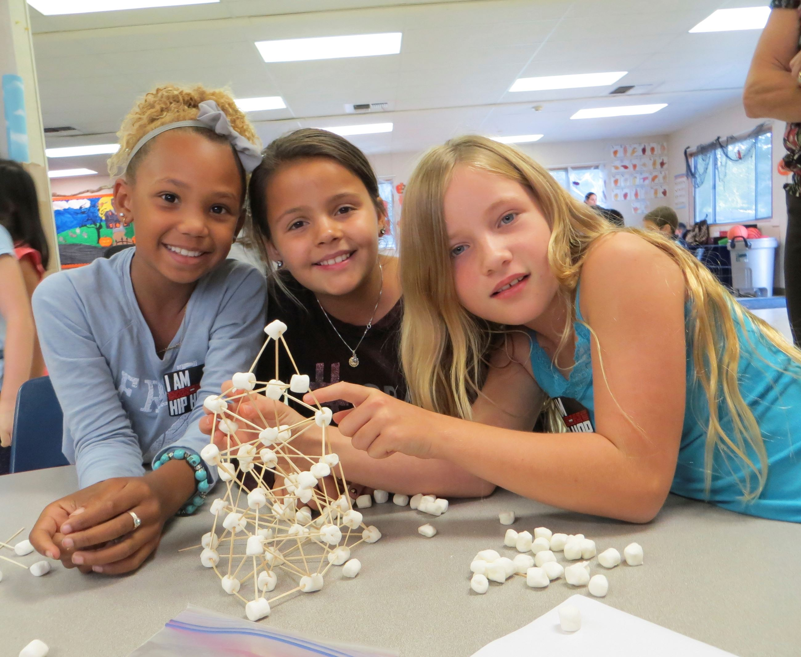 Three Girls with Marshmallow structure